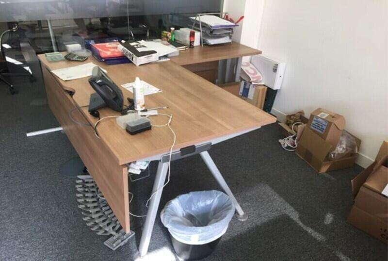 Senator Core Highland Oak bench & single desks