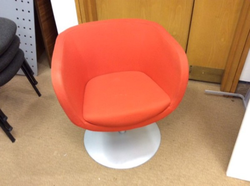 Orange swivel tub chairs (CE)