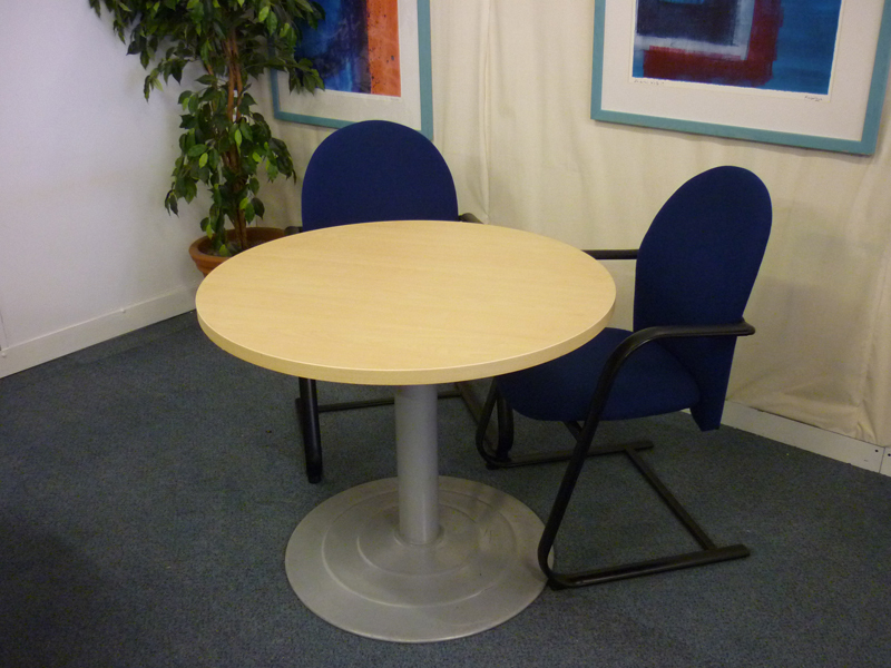 Maple circular 800 diameter meeting table