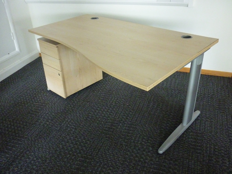 1600x1000800mm Senator Jigsaw maple wave desks