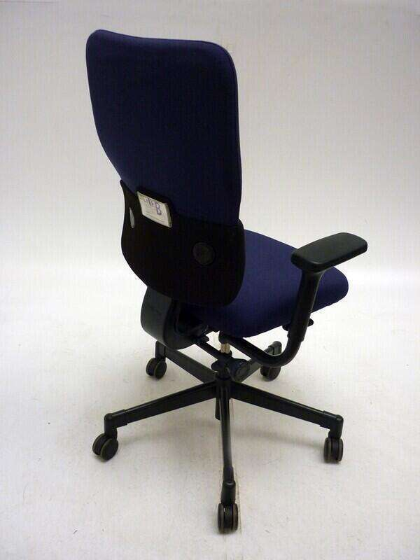Steelcase Let's B blue & black task chair
