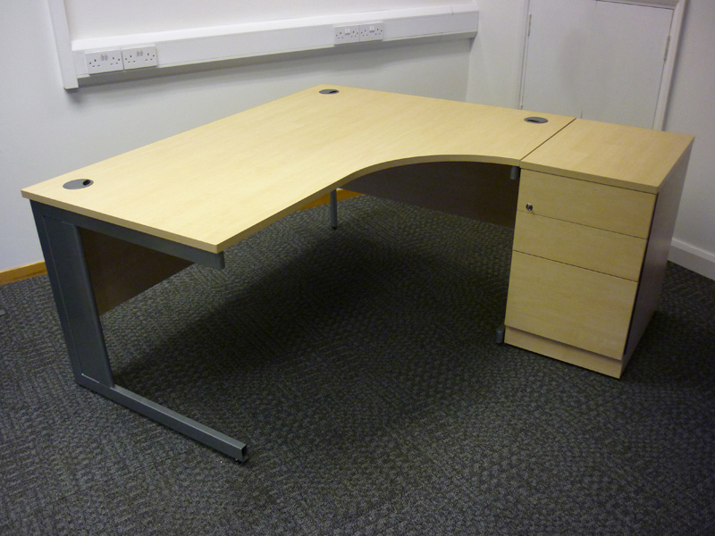Sven 1600x1200mm maple radial desk & desk high pedestal