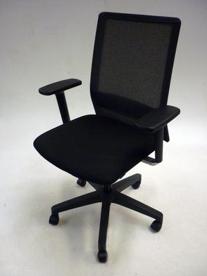 Forma 5 Sentis black/mesh task chairs