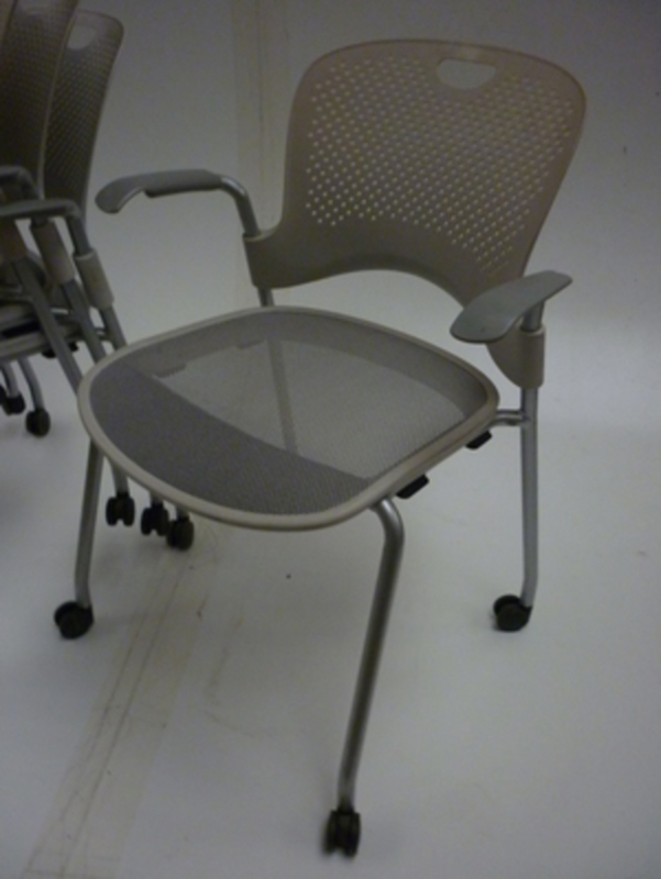 Humanscale mobile meeting/cafe chair   (CE)