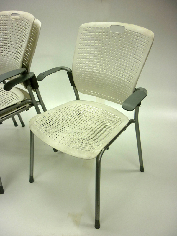 White Humanscale Cinto chair