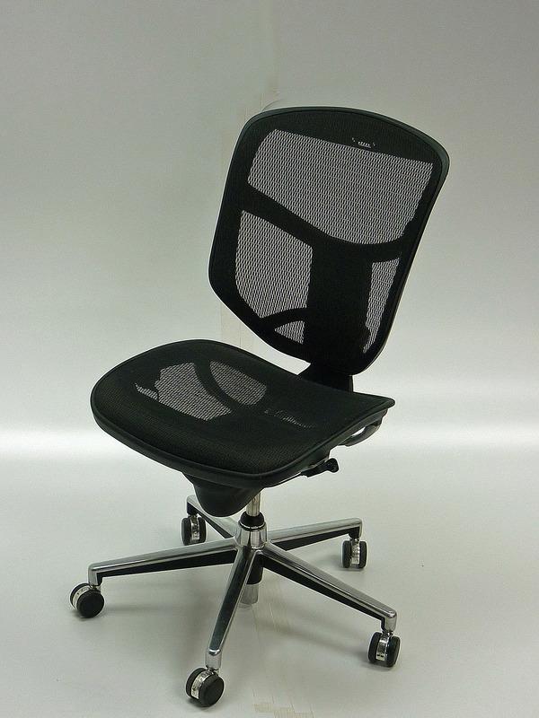 Black mesh task chair (CE)