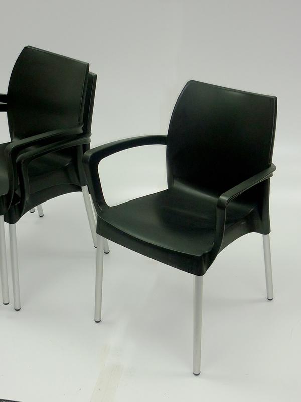 Black Hello armchair by Frovi