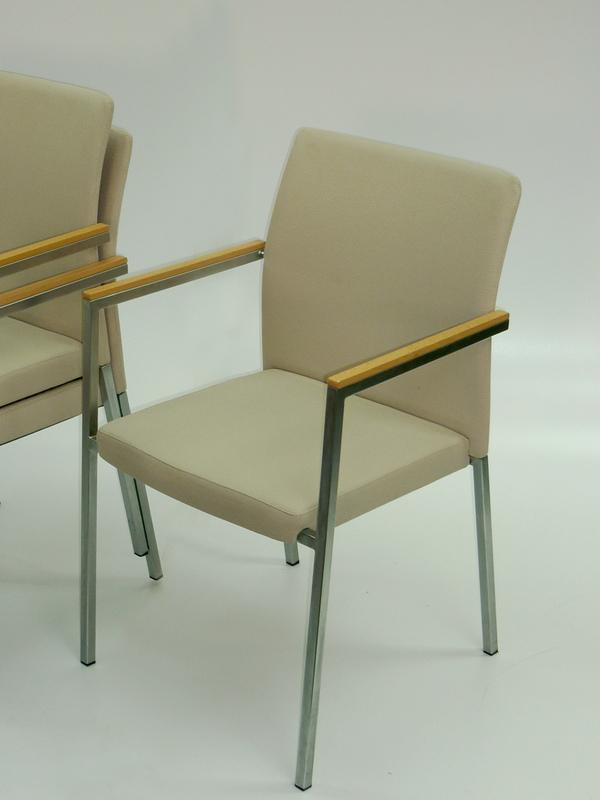 Stackable mushroommeeting chair