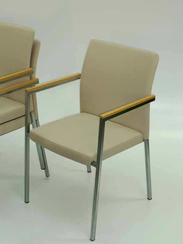 Stackable meeting chair