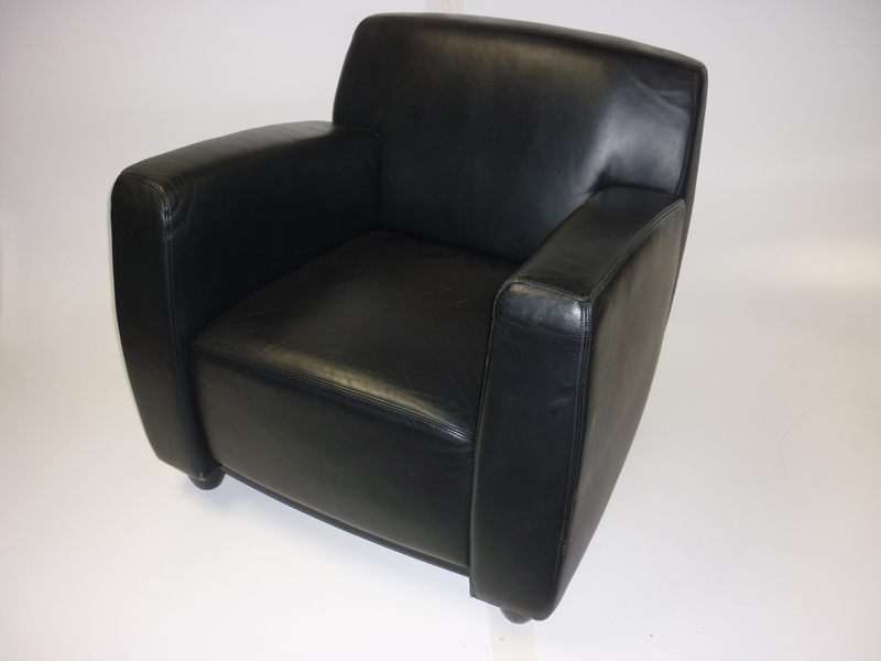 Whitmann black leather reception armchair | second hand