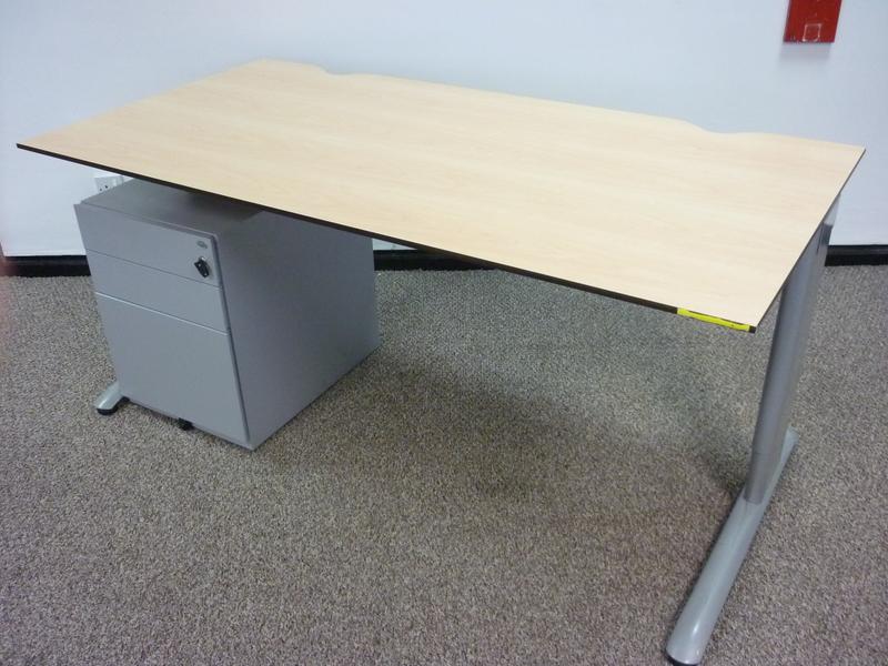 Task maple trespa 1600x800mm desks