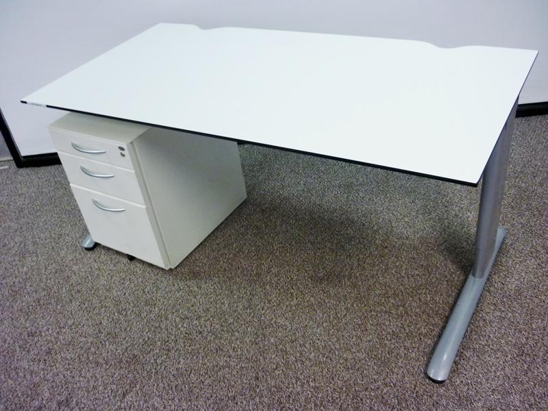 Task white trespa 1600x800mm desks