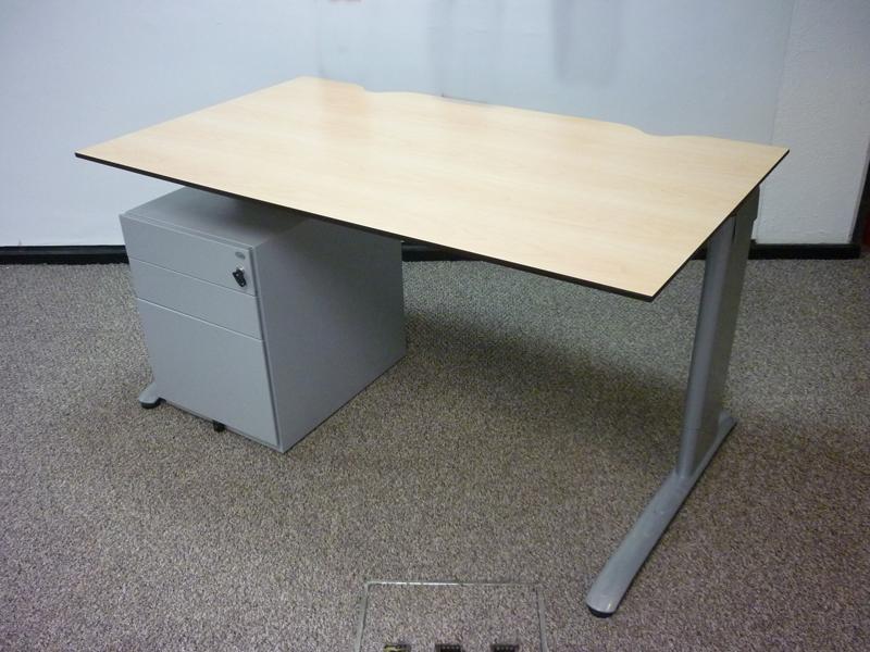 Task maple trespa 1400x800mm desks