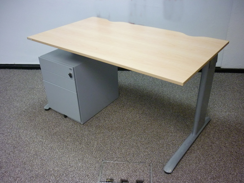 Task maple MFC 1400w x 800d mm desks CE