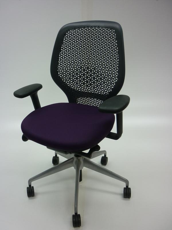 Orangebox ARA purpleblack task chair