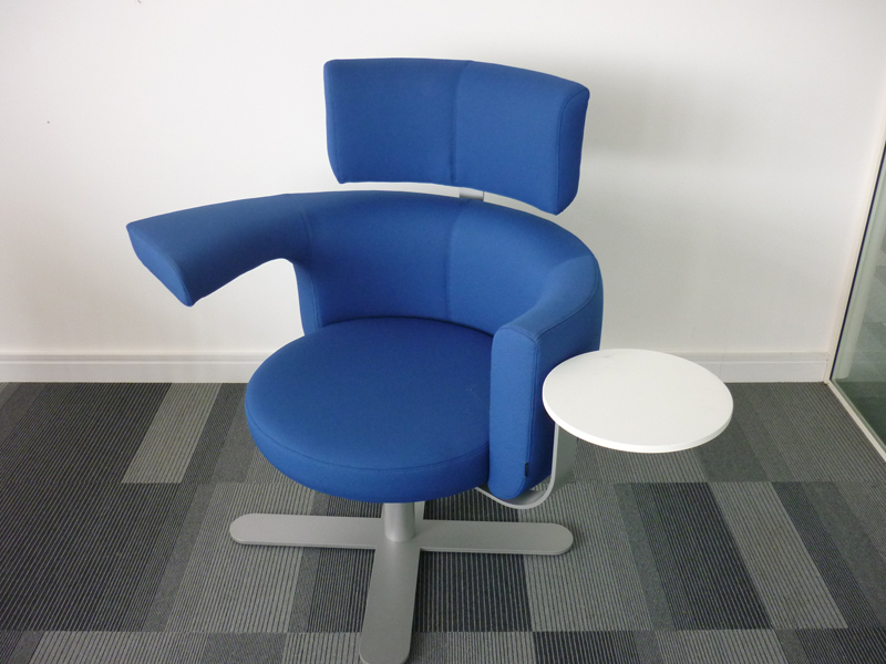 Kinnarps Drabert Hotspot breakout seating in blue