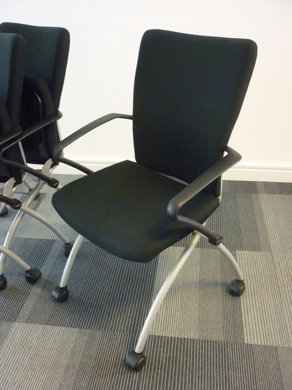 Black Comforto nesting meeting chairs