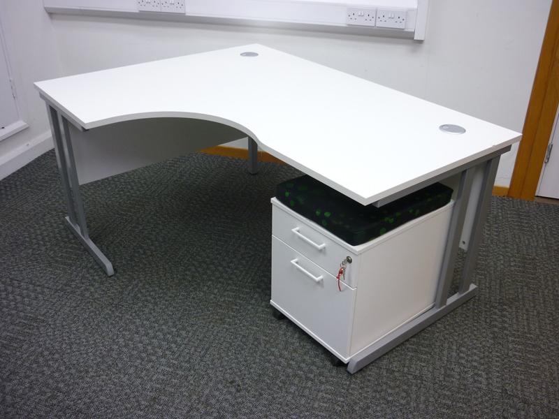 1600w x 1200d mm white radial desk