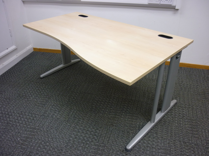 Senator Jigsaw 1600mm maple wave desks