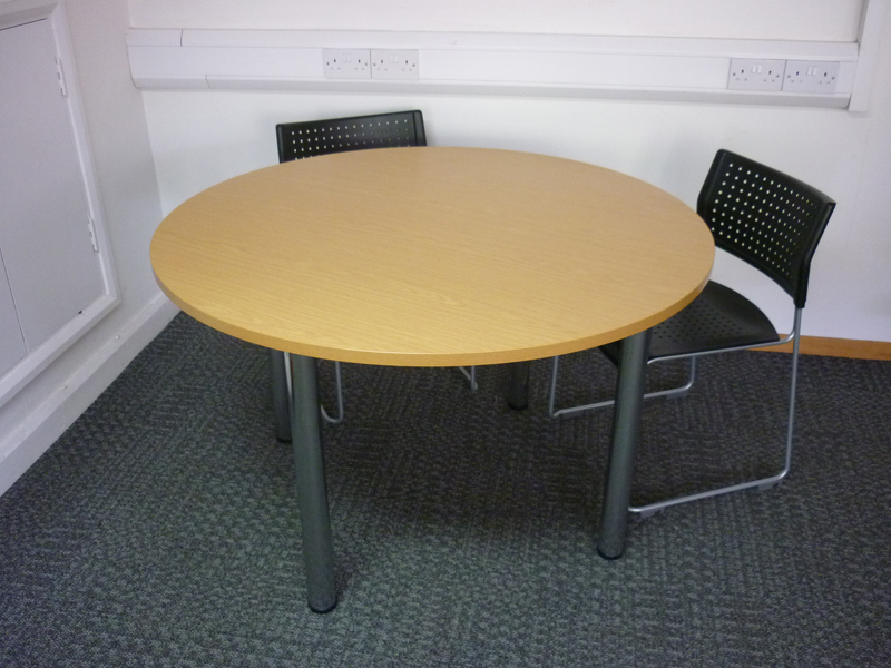 1250mm diameter light oak meeting table