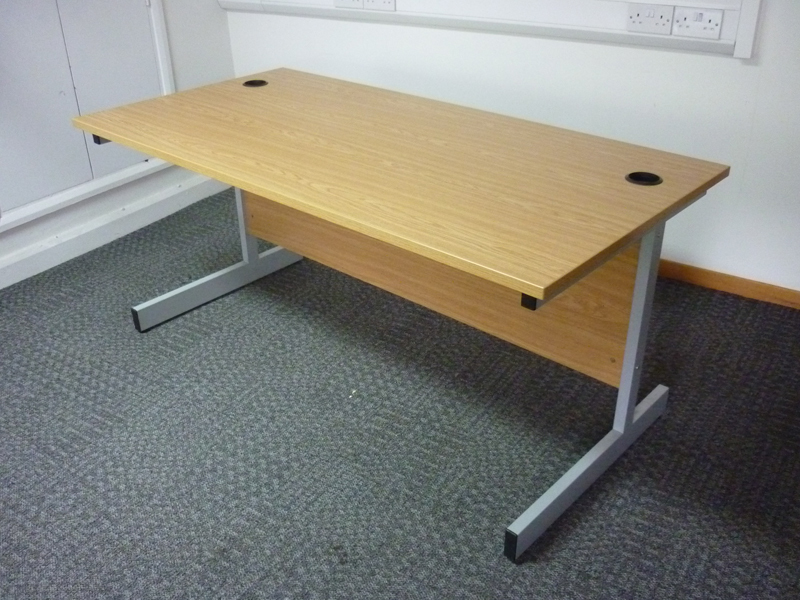 1600x 800mm Oak desk