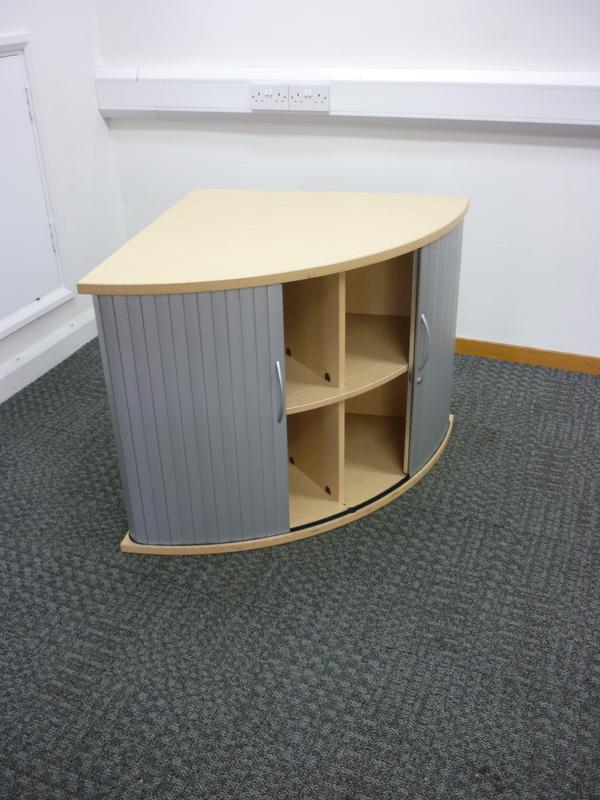 Desk high Quadrant desk end storage