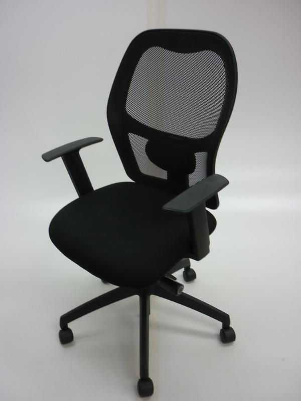 Vector mesh task chair CE