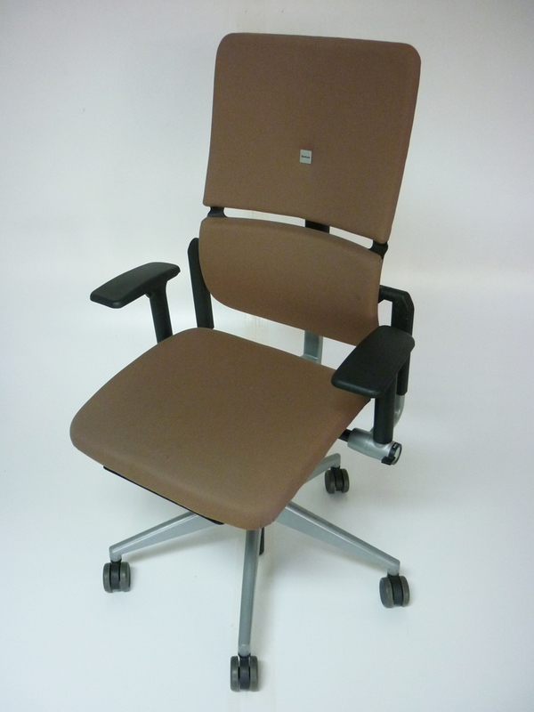 Steelcase Please v2 in mocha fabric