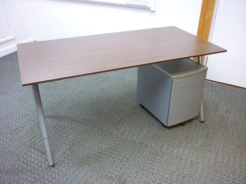 1600x800mm walnut desk