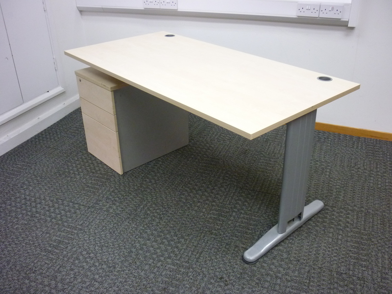 Mobili K2C maple 1600w x 800d mm beam desk