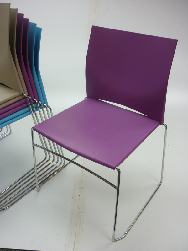 Connection Xpresso stacking meeting chairs