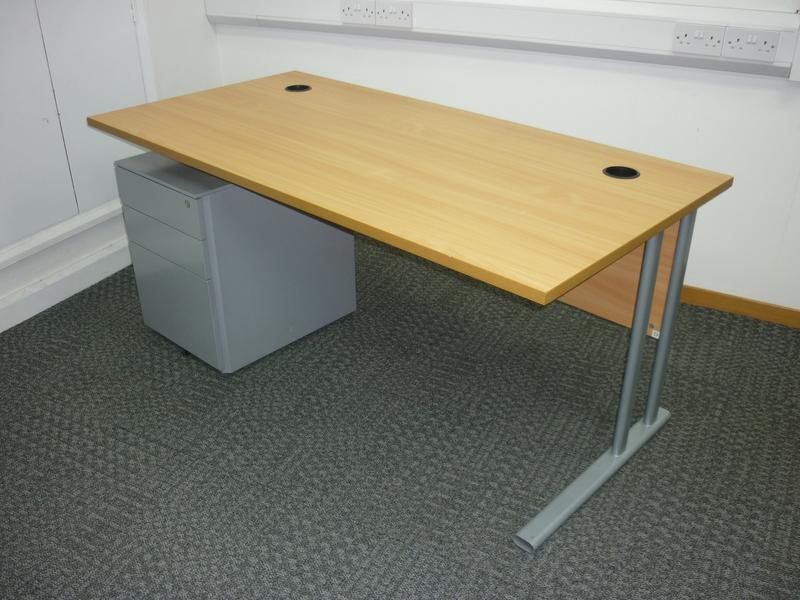 1600x800mm beech rectangular desks