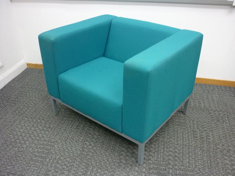 Pledge BOX Reception armchair (CE)