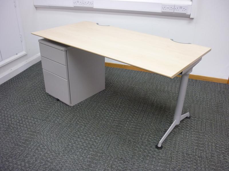Herman Miller Abak maple 1600x800mm desks