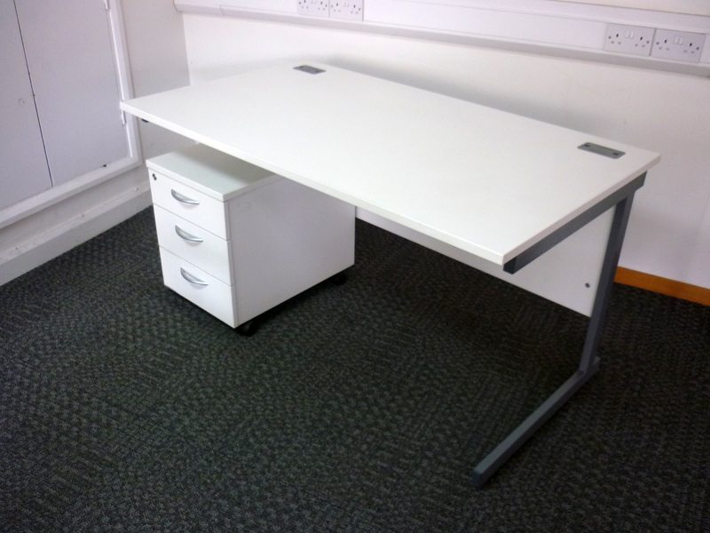 1400x800mm Lee amp Plumpton white desks