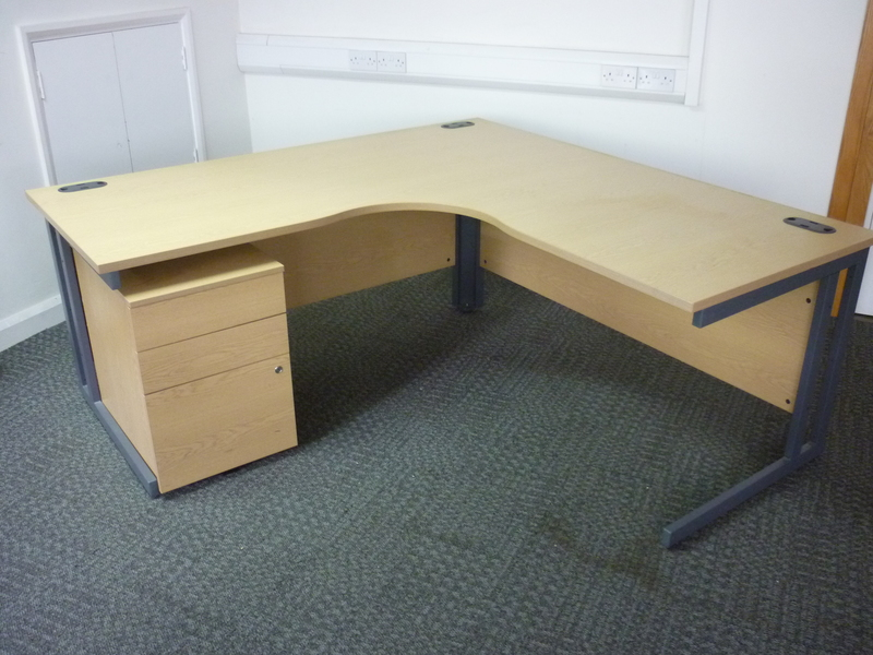 1800x1800mm light oak L & P radial workstation