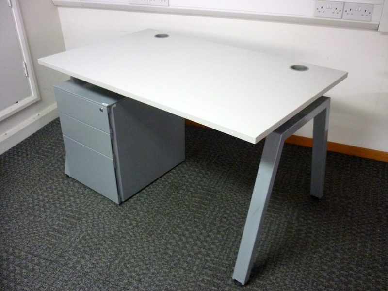 Flexiform off white 1300x800mm desk