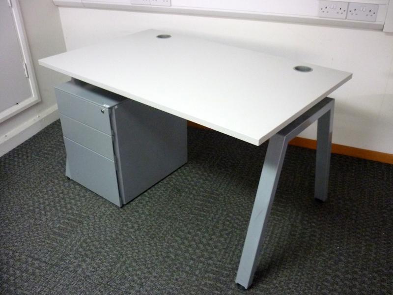 Flexiform off white 1400x800mm desk amp pedestal