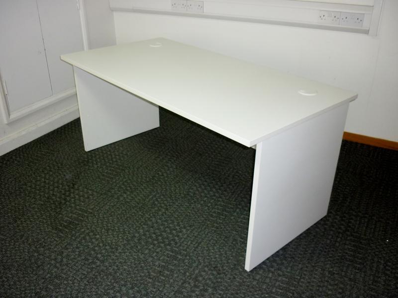 White 1600x800mm panel end desks