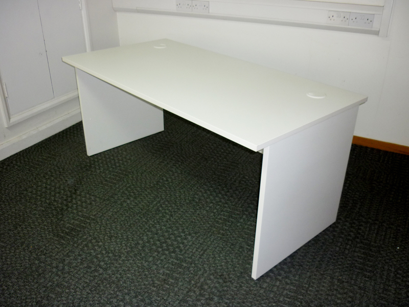 White 1600x800mm panel end desks