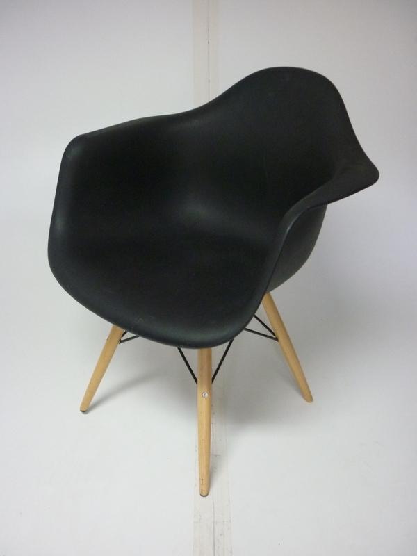 Vitra DAW black lookalike armchair
