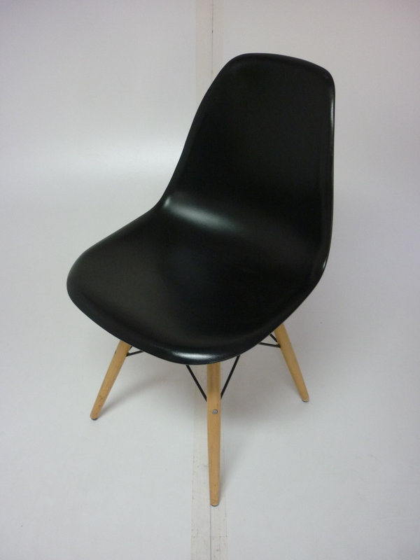 Vitra DSW lookalike black gloss dining chair