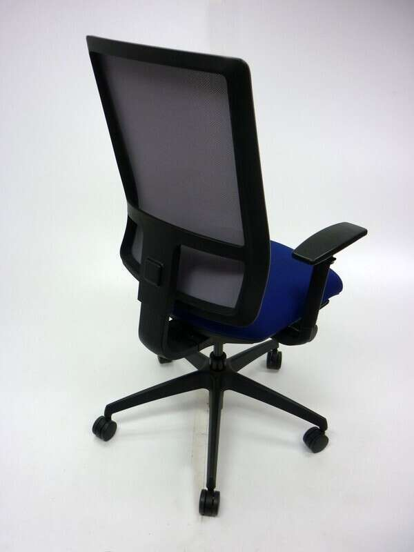 Komac Q by Boss Design blue/light grey mesh task chair