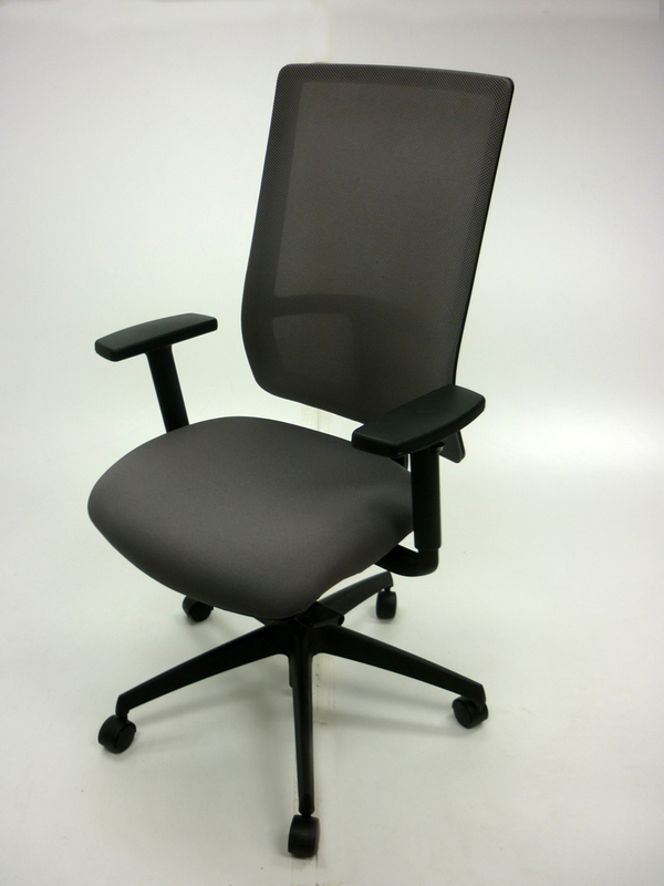 Komac Q by Boss Design light grey mesh task chair