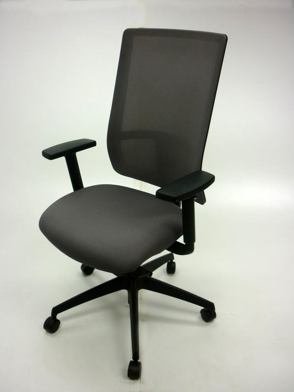 Komac Q by Boss Design light grey mesh task chair