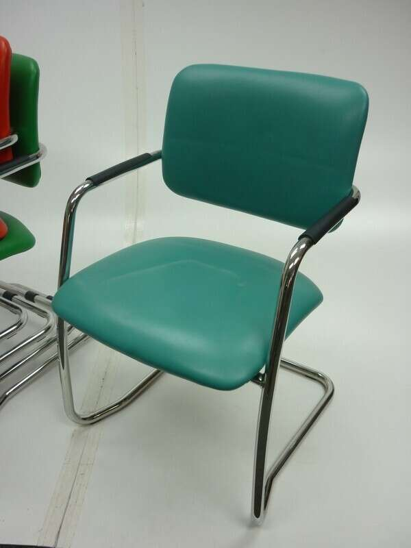 BC021  Breeze medium back breakout/ meeting chairs