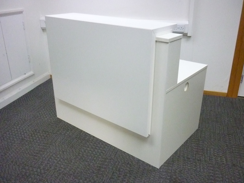 White 1200x800mm reception counter