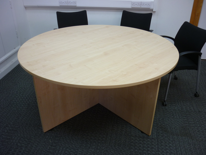 1600mm diameter maple table