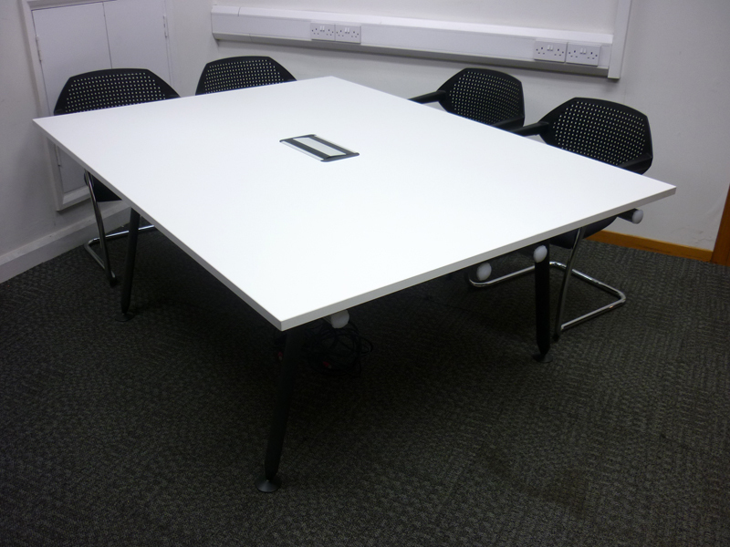 1900x1400mm Herman Miller Abak white tables