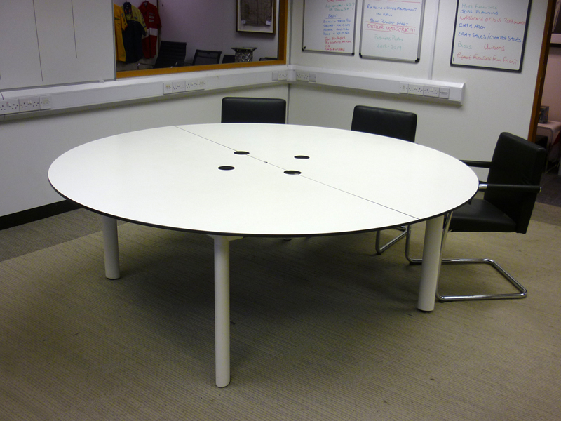 2000mm diameter white table